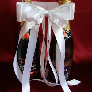 Украшение на шампанское с серебристой тесьмой 9