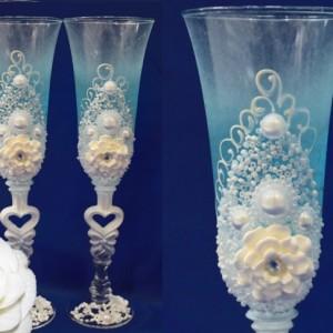 Голубые бокалы с пышными цветами 12