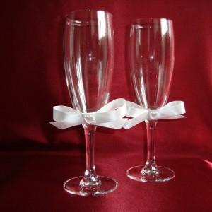 Бокалы для битья на свадьбу с белыми бантиками 15