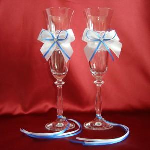 Свадебные бокалы с синими лентами и стразами 18
