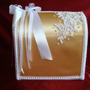 Золотой свадебный сундучок с кружевом 24