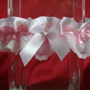 Розовая подвязка с жемчугом 64