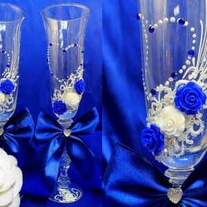 Синие бокалы на свадьбу с цветами 92