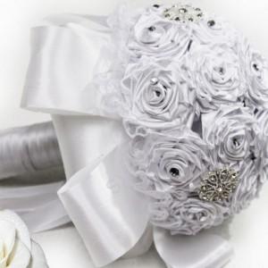 белый атласный букет невесты 20
