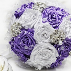 фиолетовый атласный букет невесты 21