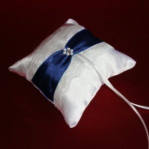 Кружевная подушечка для колец синяя 52