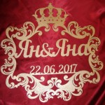 герба с короной и именами золотой