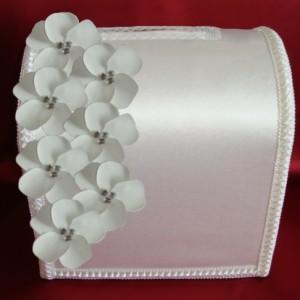 Белый свадебный сундучок с цветами 100