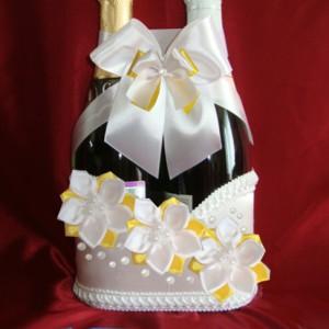 Украшение на шампанское жёлтое с цветами 68