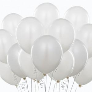 Белые воздушные шарики