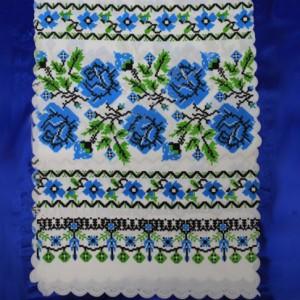 Рушник орнамент и розы голубой
