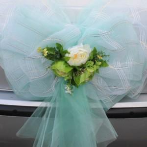 Мятный бант с цветами на багажник 3