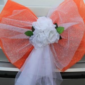 Оранжевый бант на багажник машины 1