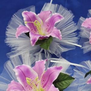 Сиренево-розовая лилия на ручки машины 45