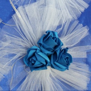 Синий букет на ручки машины на свадьбу 48