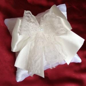 Кремовая подушечка для колец на свадьбу 67