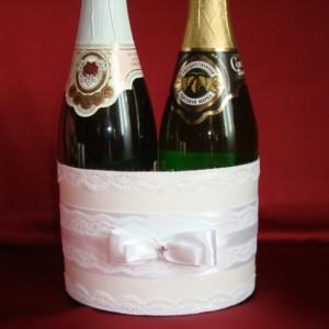 Украшение свадебного шампанского белое 76