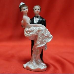 фигурки наторт Невеста на руках