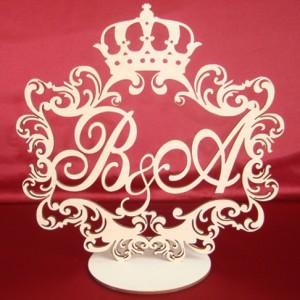 герб с короной на свадьбу на подставке 61