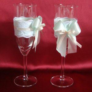 Бокалы для жениха и невесты кружевные мята айвори